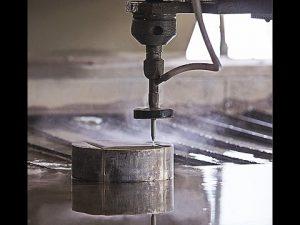 CNC waterstraalsnijden CNC waterstraalsnijmachine voor het snijden van staal - graniet - kunststof